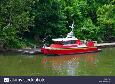 fireboat pyronaut fireboat boat fire stockfotos fireboat boat fire bilder