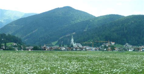 ufficio turistico sesto pusteria foto di dobbiaco vedute e centro cittadino di dobbiaco