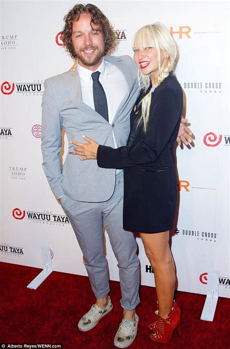 Sia Chandelier Singer Singer Killed In Car Accident Newhairstylesformen2014 Com
