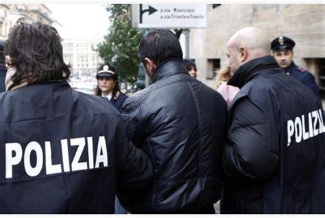 ufficio motorizzazione civile napoli giro di corruzione per patenti false 20 arresti e 135