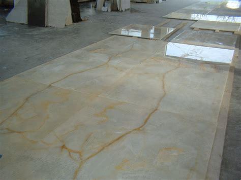 pavimento onice pavimentazione macchia aperta onice marmi bizzarro