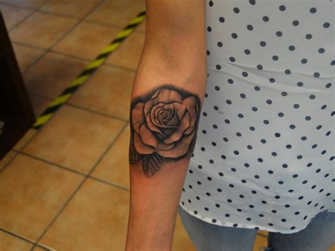 artistic rose tattoos realstic by johan887766 on deviantart