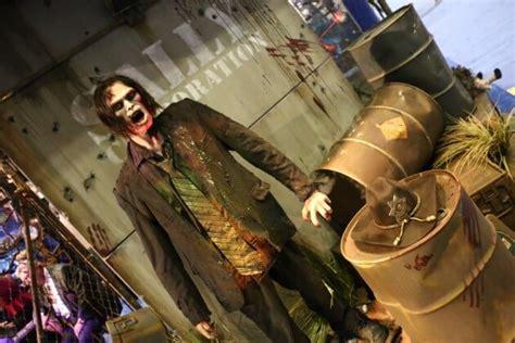 iaapa   walking dead dark ride previewed  zombie animatronic  sally corp