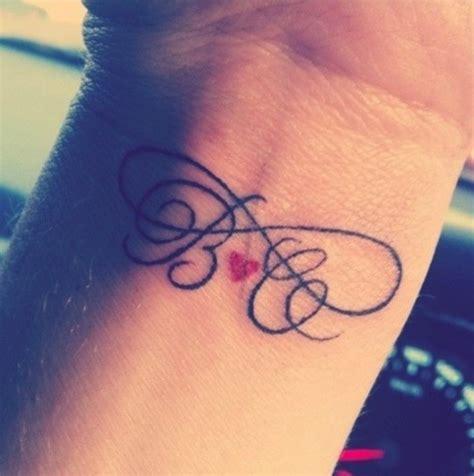 tatuaggi iniziali lettere tatuaggi lettere foto 24 27 bellezza