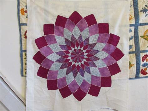 Dahlia Quilt Pattern by 17 Best Images About Dahlia Quilts On Quilt