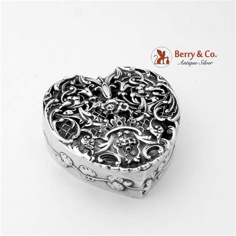 A1588 Silver ornate openwork form box sterling silver william