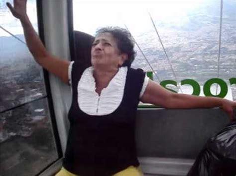 imagenes graciosas llorando metro cable medellin colombia senora super asustada