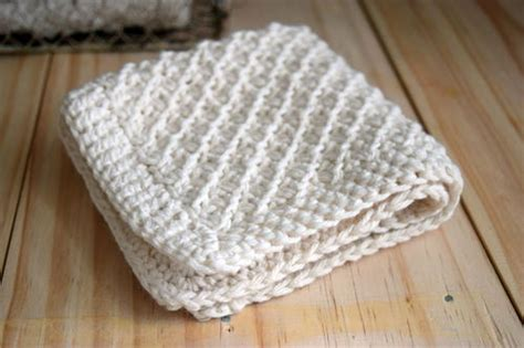 how to knit a dishcloth 6 steps stitch washcloth knitting pattern favecrafts