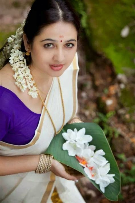 malayalam actress new gallery malayalam actress set saari photos onam dress