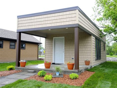 tiny houses give low income detroit residents a shot at tiny homes for low income workers in detroit tiny homes ltd