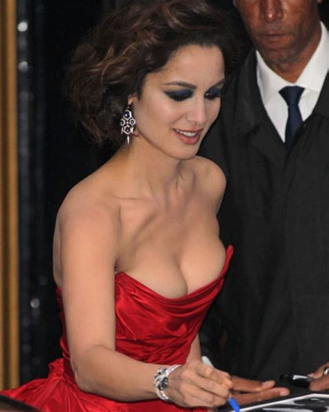 sexy pictures of celeb 2012 is the year of celebrity cleavage 105 pics