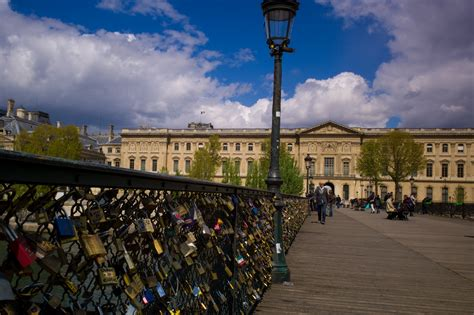 meaning of cadenas in french pont des arts