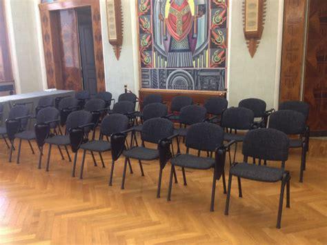 sedie con ribaltina noleggio sedia da conferenza con ribaltina punto noleggio