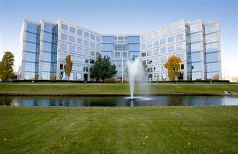 Caterpillar Corporate Office by Caterpillar S Suburban Chicago Hq Move Will Boost Office
