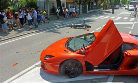 Italian Lamborghini Crash Lamborghini Aventador Crashes Into Motorbike In Italy