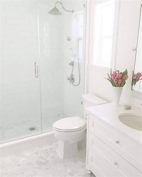 white tile bathroom designs 25 best ideas about small white bathrooms on