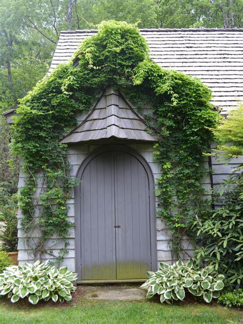 Rustic Farm And Garden Style Front Door Decor Hgtv Front Door Garden Design