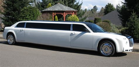 rolls royce limo the limo rolls royce on the road luxurytalk com au