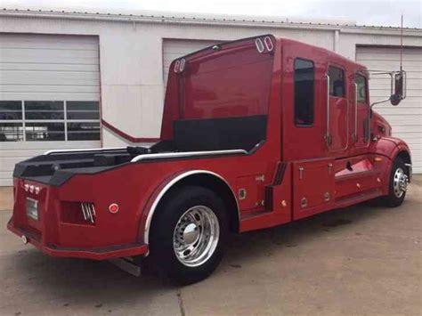 peterbilt   medium trucks