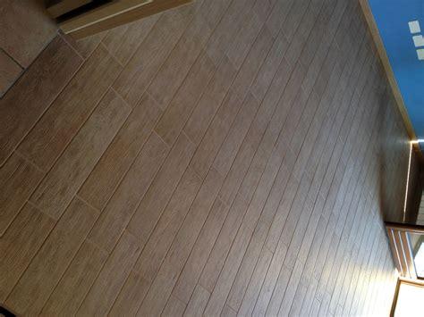 pavimenti finto parquet foto pavimento in ceramica finto parquet di edil prestige