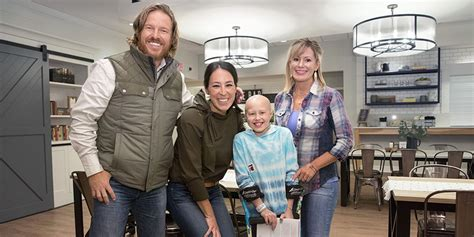 chip and joanna gaines gallery video watch chip and joanna gaines give target house