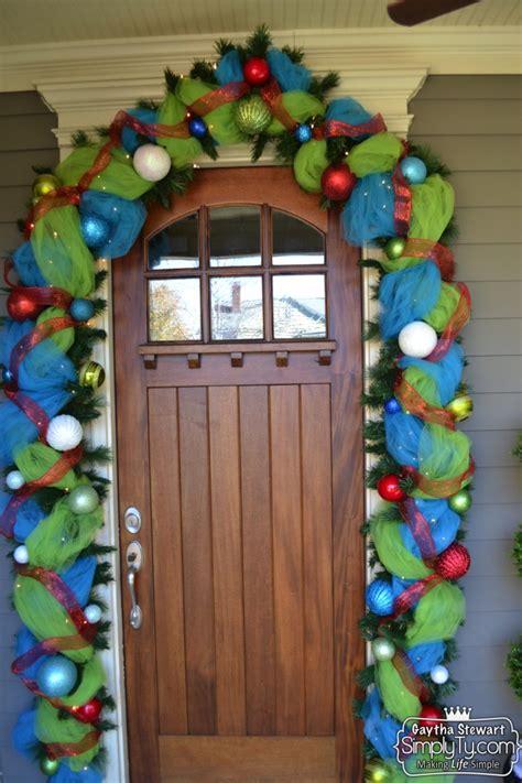 decorate  front door garland  christmas