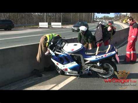 Youtube Motorradunfälle by Siegen Kradfahrer Schwer Verletzt Motorrad Unfall Youtube