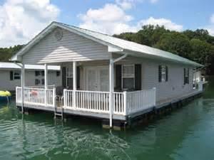 2008 custom built 20 x 37 floating cottage boats yachts