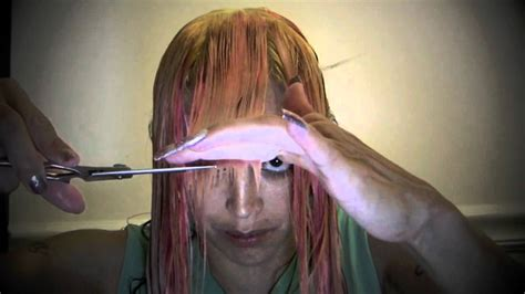 how to cut a v haircut how to cut your own hair at home into a quot v quot shape youtube