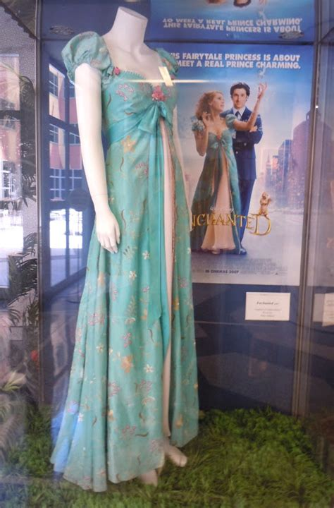 giselle curtain dress giselle s curtain dress worn by amy adams in enchanted
