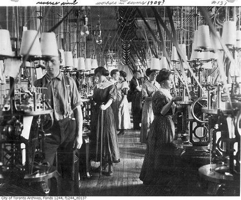 Teh Kotak Bendera 1908 textile factory loom workers hours and low