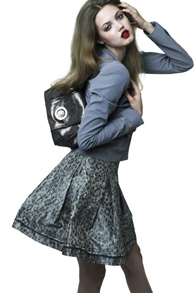 define fashionable celebrities 4 bag trends for the summer 2012 season celebrity