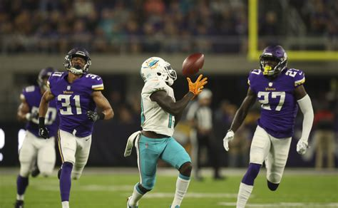 miami dolphins news rumors sun sentinel jarvis landry not concerned by trade rumors won t hold