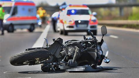 Youtube Motorradunfälle by T 246 Dlicher Motorradunfall B29 Weinstadt Youtube