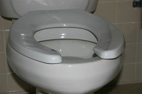 Thin Stools Ibs by What Could Your Scary Symptoms Poops Green
