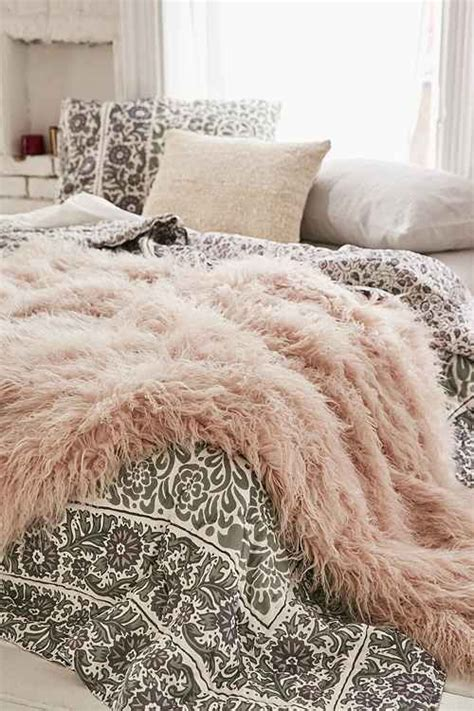 chic faux fur throw blanket inspiration for spaces 1000 images about ho 252 sing on pinterest magical