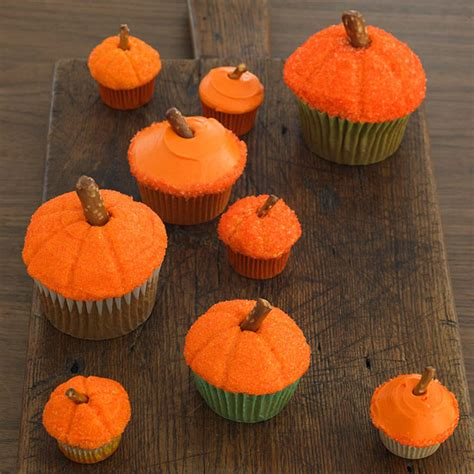 Pumpkin Decorated Cupcakes by Diy Food Decorating Cupcakes With Your