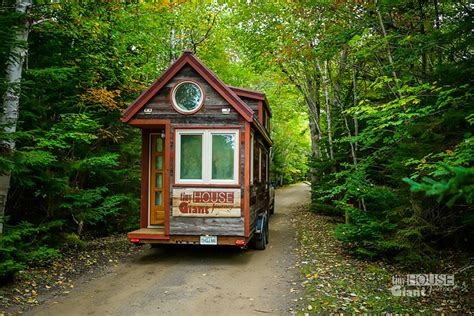 amazing tiny houses amazing quits their to travel america in