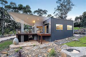 line homes striking design turns roof line on its domain