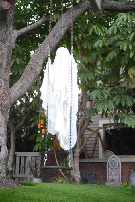 Simple Outdoor Decorations by 31 Creepy And Cool Yard D 233 Cor Ideas Digsdigs