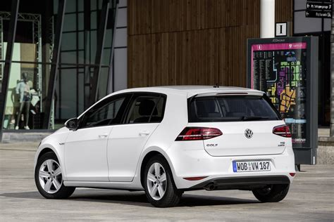 volkswagen tsi volkswagen golf 1 0 tsi bluemotion debuts with 3 cylinder