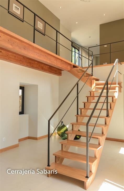barandilla  escalera de madera construida totalmente en pletina de   acabado negro
