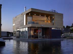 i m on a house boat floating home in lake union