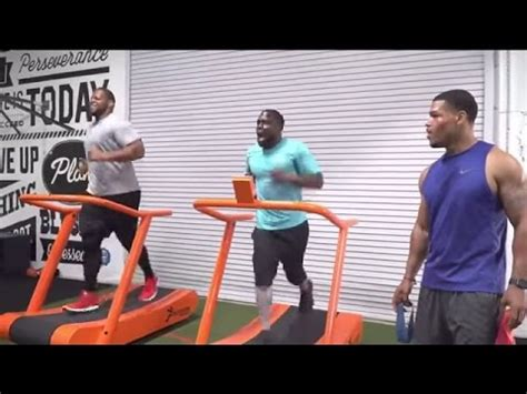 suh bench press outtakes from conan kevin hart s workout conan on tbs