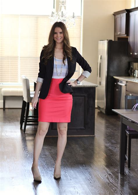 outfit ideas show   figure  tube skirts