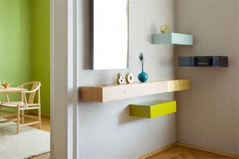 mensole in legno colorate sfruttare le pareti con le mensole di design living corriere
