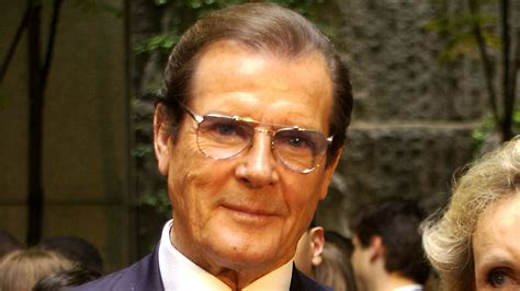 roger moore photo1 the story everyone s sharing about roger moore