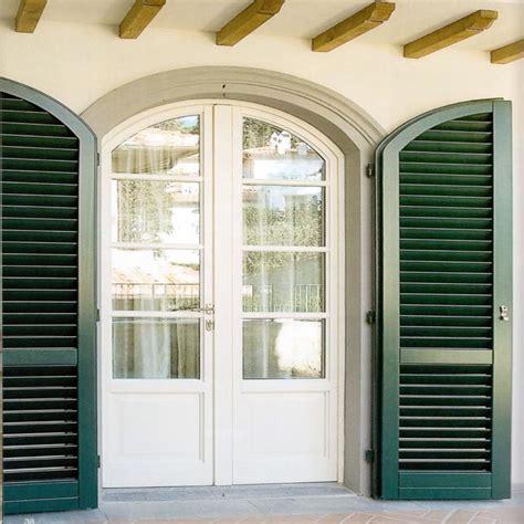 finestra con persiana portafinestra ad arco legno bianco con persiana