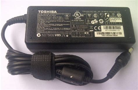 Adaptor Toshiba adaptor original toshiba satellite l745 19v 3 95a 75w charger laptop ku
