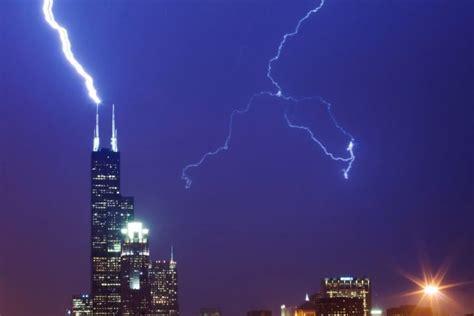 Kaos Cewek Gambar Perangko Menara Eiffel bandung gambar keren ketika kilat petir menyambar menara tinggi di dunia